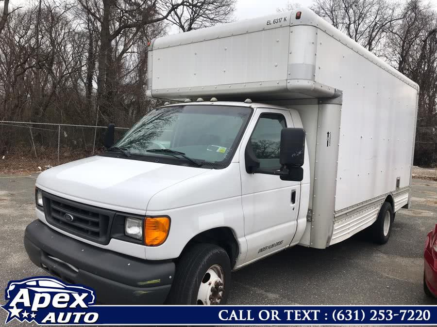 Used 2006 Ford Econoline Commercial Cutaway in Selden, New York | Apex Auto. Selden, New York