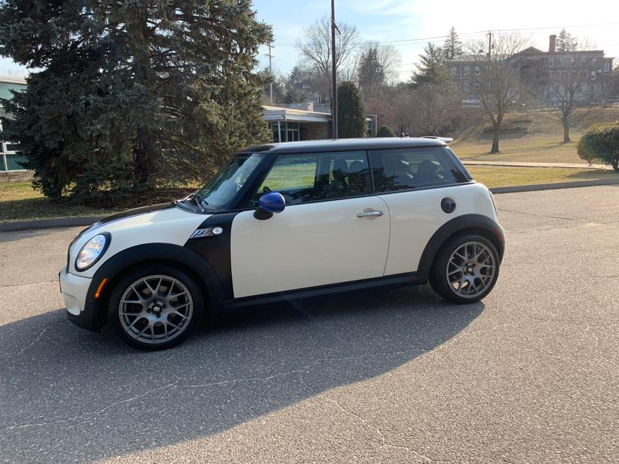 2008 MINI Cooper Hardtop 2dr Cpe S, available for sale in Waterbury, Connecticut | Platinum Auto Care. Waterbury, Connecticut