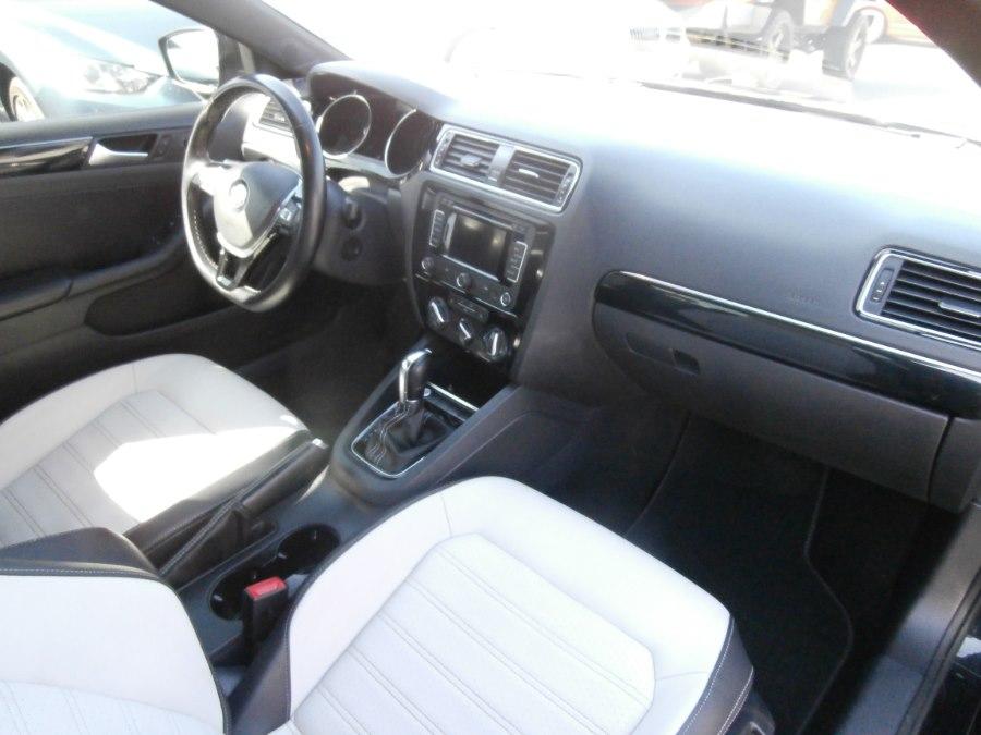 2015 Volkswagen Jetta Sedan 4dr Auto 1.8T Sport PZEV, available for sale in Waterbury, Connecticut | Jim Juliani Motors. Waterbury, Connecticut