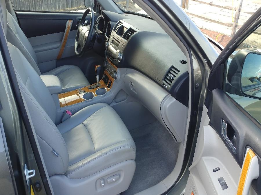 Used Toyota Highlander Hybrid 4WD 4dr Limited w/3rd Row (Natl) 2009 | Matts Auto Mall LLC. Chicopee, Massachusetts