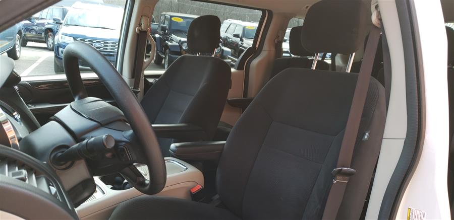 2015 Dodge Grand Caravan 4dr Wgn SXT, available for sale in Waterbury, Connecticut | National Auto Brokers, Inc.. Waterbury, Connecticut