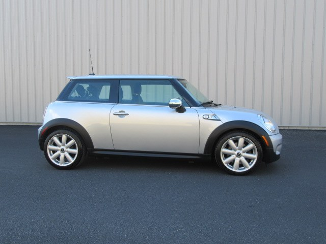 2008 MINI Cooper Hardtop 2dr Cpe S, available for sale in Danbury, Connecticut | Performance Imports. Danbury, Connecticut