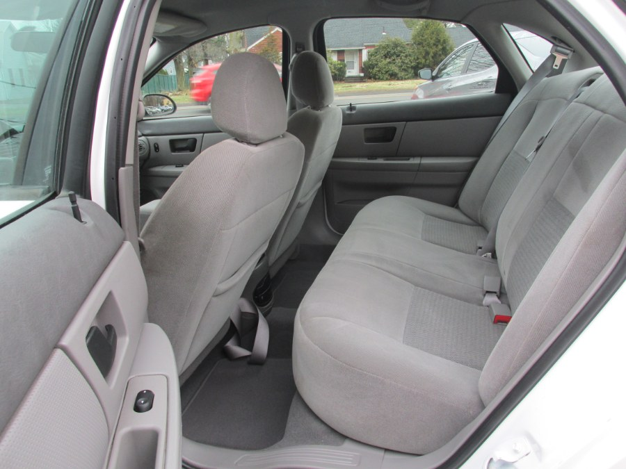 2007 Ford Taurus 4dr Sdn SE, available for sale in Vernon , Connecticut | Auto Care Motors. Vernon , Connecticut