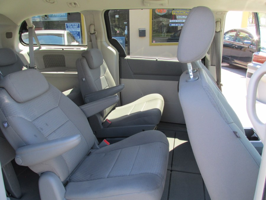 2009 Chrysler Town & Country 4dr Wgn Touring, available for sale in Vernon , Connecticut | Auto Care Motors. Vernon , Connecticut