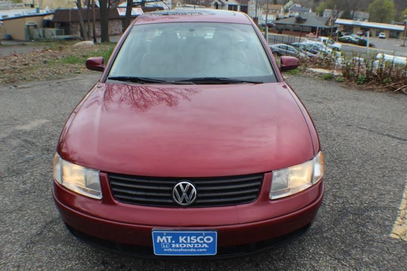 2001 Volkswagen Passat GLX V6 4dr Sedan, available for sale in Waterbury, Connecticut | Sphinx Motorcars. Waterbury, Connecticut
