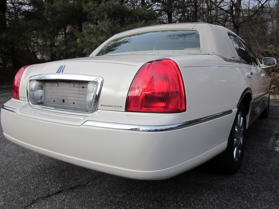 2007 Lincoln Town Car 4dr Sdn Designer Series, available for sale in Lyndhurst, New Jersey   Cars With Deals. Lyndhurst, New Jersey