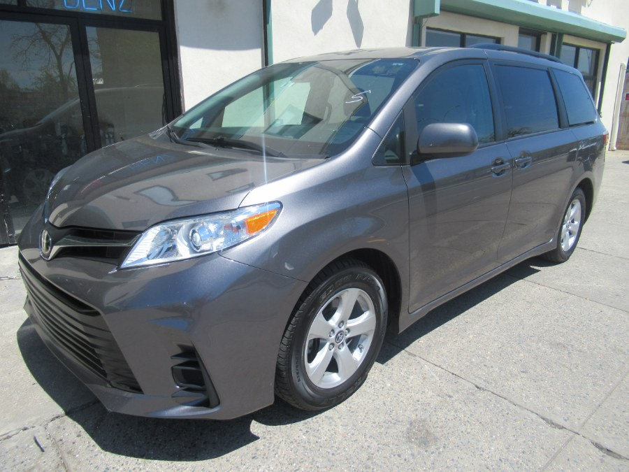 2018 Toyota Sienna LE FWD 8-Passenger (Natl), available for sale in Woodside, New York | Pepmore Auto Sales Inc.. Woodside, New York