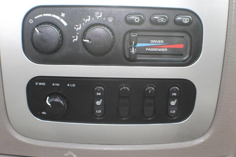 2004 Dodge Ram Pickup 3500 Laramie 4dr Quad Cab 4WD SB SRW, available for sale in Waterbury, Connecticut | Sphinx Motorcars. Waterbury, Connecticut