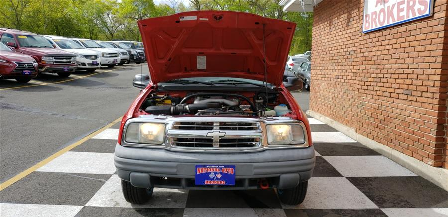2004 Chevrolet Tracker 4x4 4dr Hardtop 4WD Base, available for sale in Waterbury, Connecticut | National Auto Brokers, Inc.. Waterbury, Connecticut