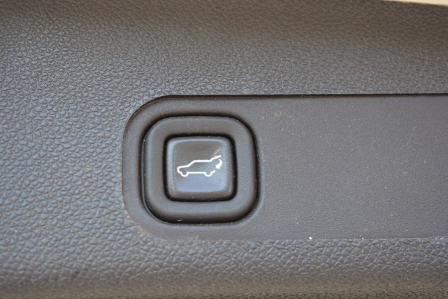 Used GMC Yukon XL AWD 4dr 1500 Denali 2013 | Longmeadow Motor Cars. ENFIELD, Connecticut