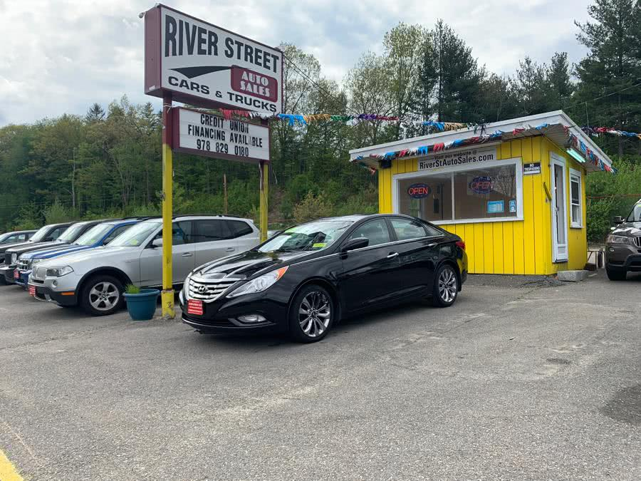 Used Hyundai Sonata 4dr Sdn 2.4L Auto SE *Ltd Avail* 2011 | River Street Auto Sales. Fitchburg, Massachusetts