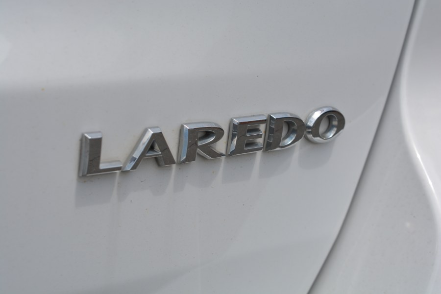 2015 Jeep Grand Cherokee 4WD 4dr Laredo, available for sale in ENFIELD, Connecticut | Longmeadow Motor Cars. ENFIELD, Connecticut