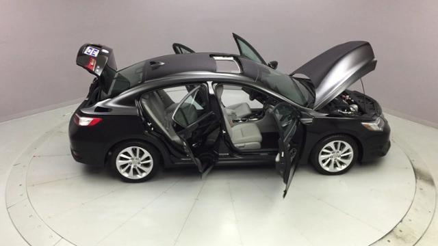 2016 Acura Ilx 4dr Sdn w/AcuraWatch Plus Pkg, available for sale in Naugatuck, Connecticut | J&M Automotive Sls&Svc LLC. Naugatuck, Connecticut