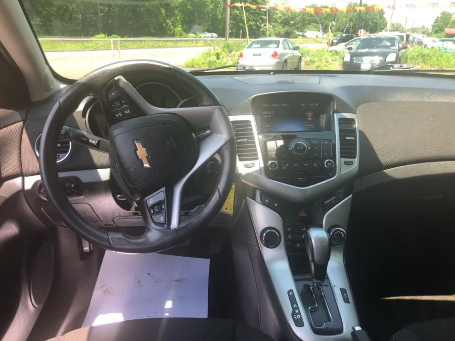 2014 Chevrolet Cruze 4dr Sdn Auto 1LT, available for sale in Meriden, Connecticut | Five Star Cars LLC. Meriden, Connecticut