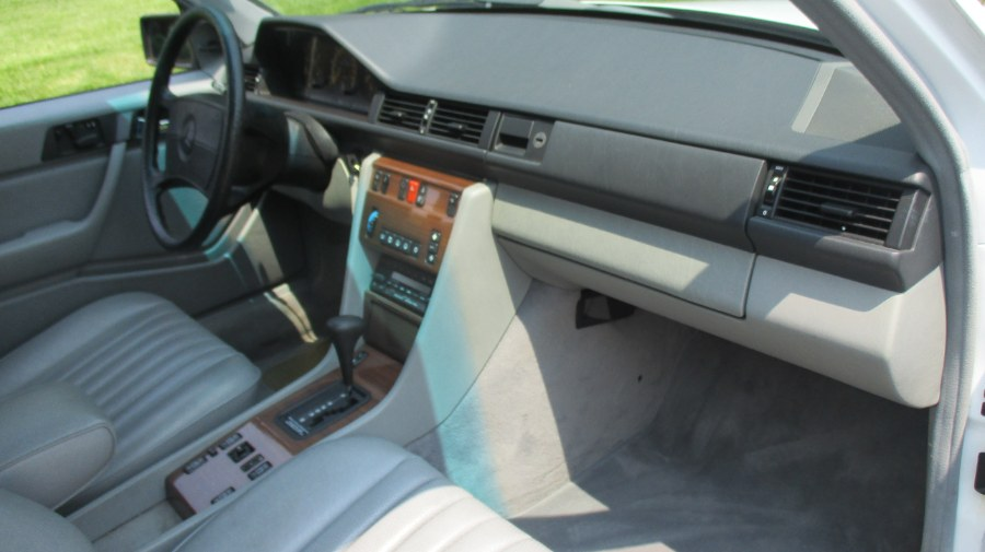 1989 Mercedes-Benz 300E E-CLASS, available for sale in Bronx, New York | TNT Auto Sales USA inc. Bronx, New York