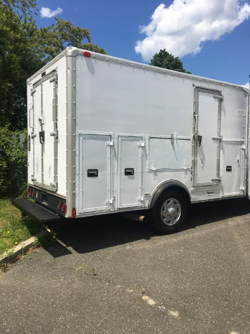 2001 Ford Econoline Commercial Cutaway E-350 Super Duty 138