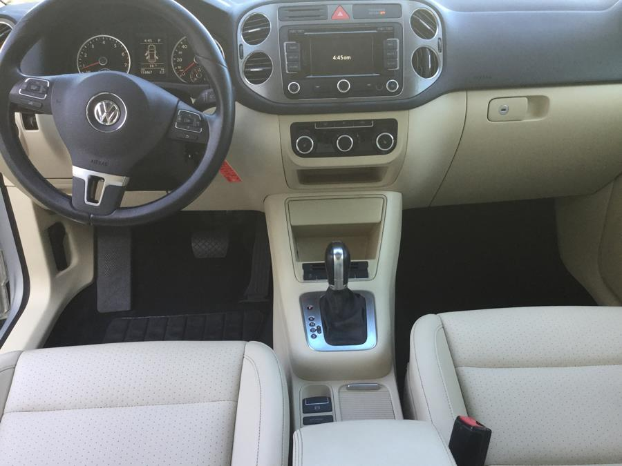 2011 Volkswagen Tiguan 4WD 4dr SE 4Motion wSunroof & Navi, available for sale in Plantsville, Connecticut | L&S Automotive LLC. Plantsville, Connecticut