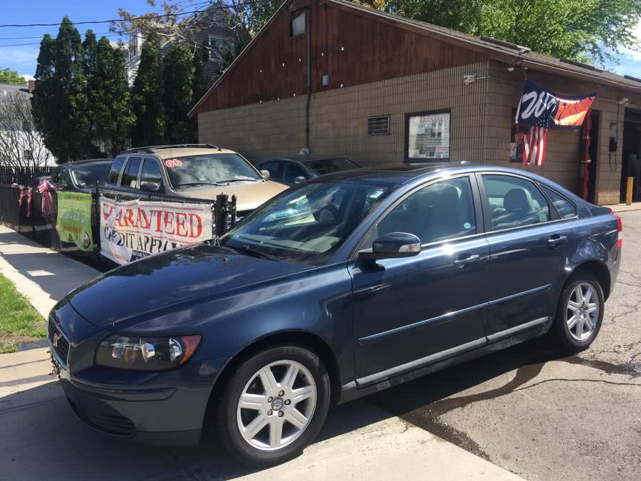 Used 2007 Volvo S40 in Stratford, Connecticut | Mike's Motors LLC. Stratford, Connecticut