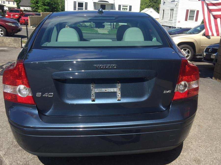 2007 Volvo S40 4dr Sdn 2.4L AT FWD w/Snrf, available for sale in Stratford, Connecticut | Mike's Motors LLC. Stratford, Connecticut