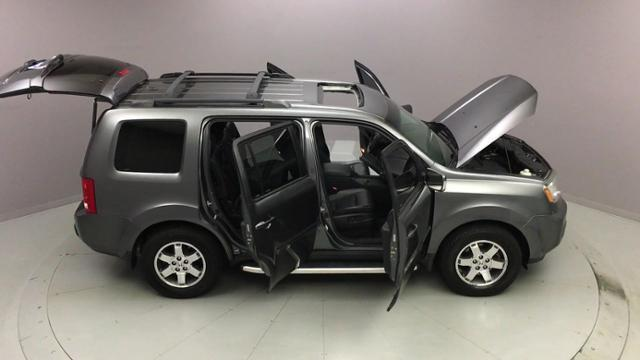Used Honda Pilot 4WD 4dr Touring w/RES & Navi 2011 | J&M Automotive Sls&Svc LLC. Naugatuck, Connecticut