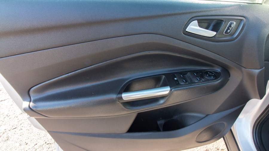 2017 Ford Escape SE 4WD, available for sale in Medford, Massachusetts | Inman Motors Sales. Medford, Massachusetts