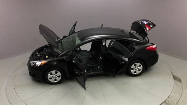 Used Kia Forte 4dr Sdn Auto LX 2016 | J&M Automotive Sls&Svc LLC. Naugatuck, Connecticut