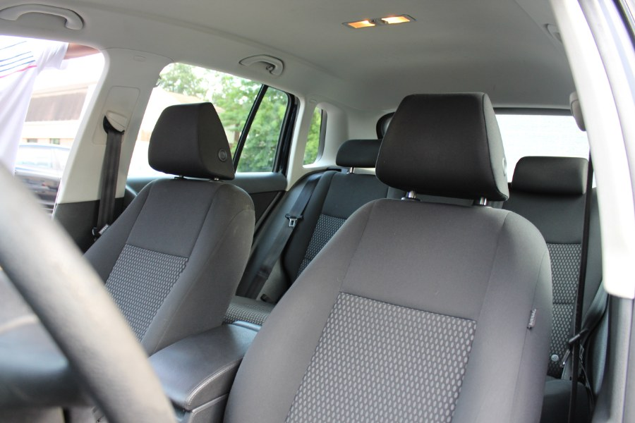 Used Volkswagen Tiguan AWD 4dr SE *Ltd Avail* 2010 | Carsonmain LLC. Manchester, Connecticut