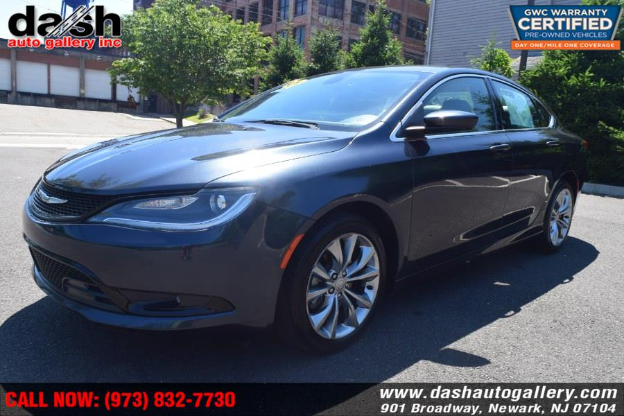 2016 Chrysler 200 4dr Sdn Limited FWD, available for sale in Newark, New Jersey | Dash Auto Gallery Inc.. Newark, New Jersey