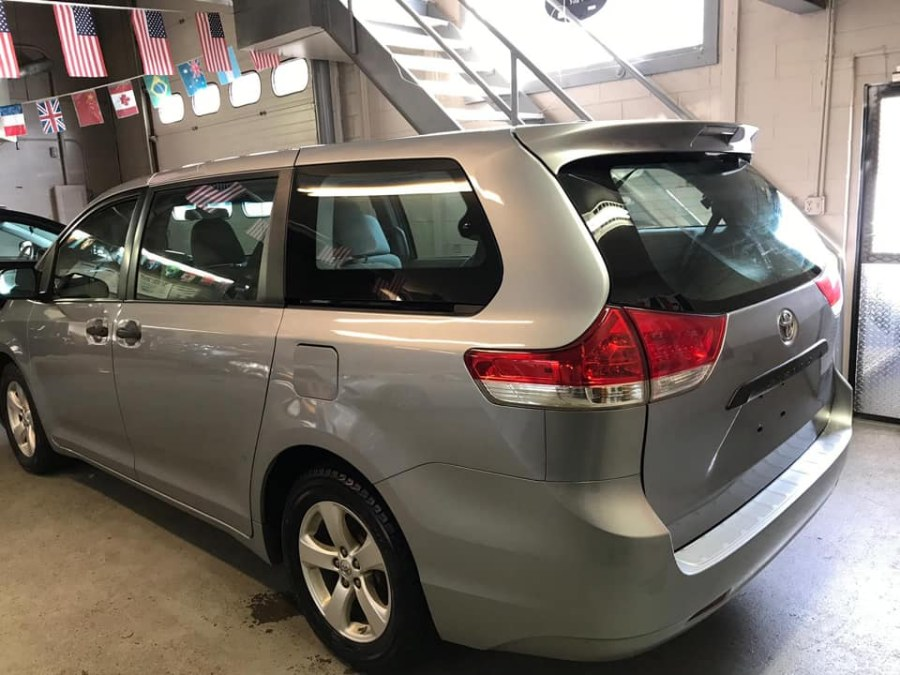 Used Toyota Sienna 5dr 7-Pass Van V6 L FWD (Natl) 2012 | Safe Used Auto Sales LLC. Danbury, Connecticut