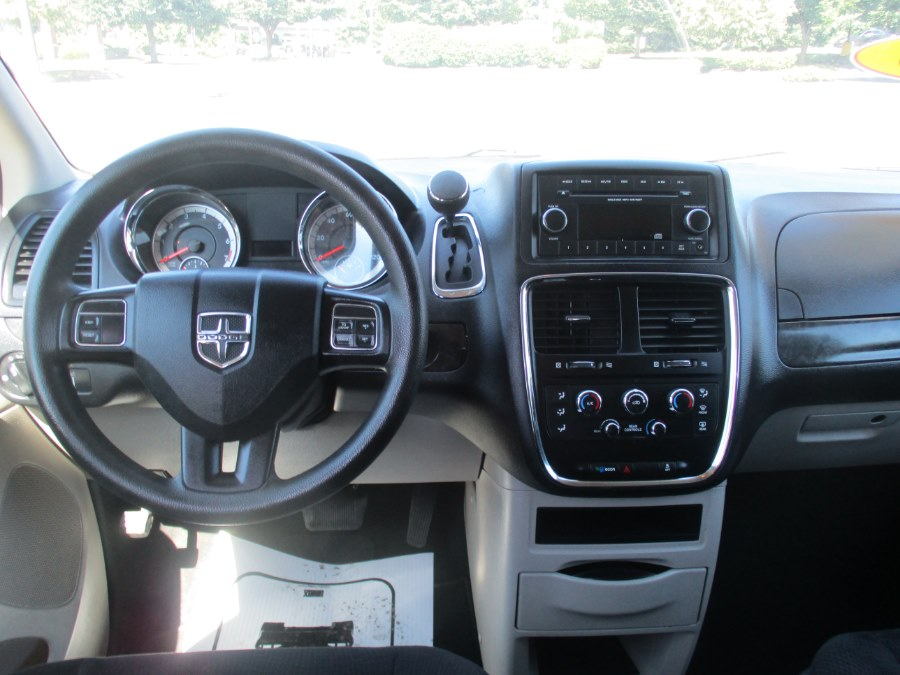 Used Dodge Grand Caravan 4dr Wgn American Value Pkg 2016   Universal Motors LLC. New Britain, Connecticut