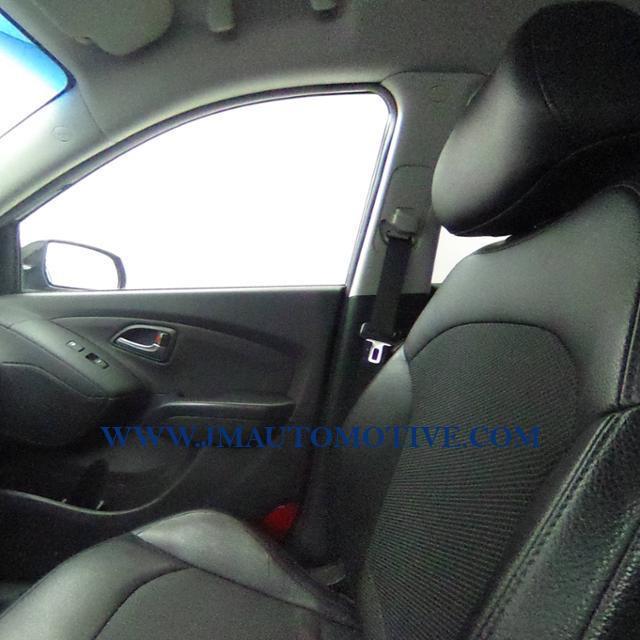 2015 Hyundai Tucson AWD 4dr SE PZEV, available for sale in Naugatuck, Connecticut | J&M Automotive Sls&Svc LLC. Naugatuck, Connecticut