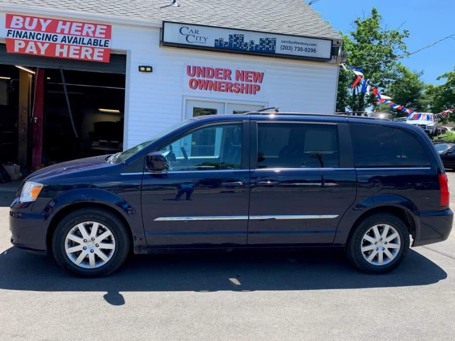 Used 2015 Chrysler Town & Country in Danbury, Connecticut | Car City of Danbury, LLC. Danbury, Connecticut