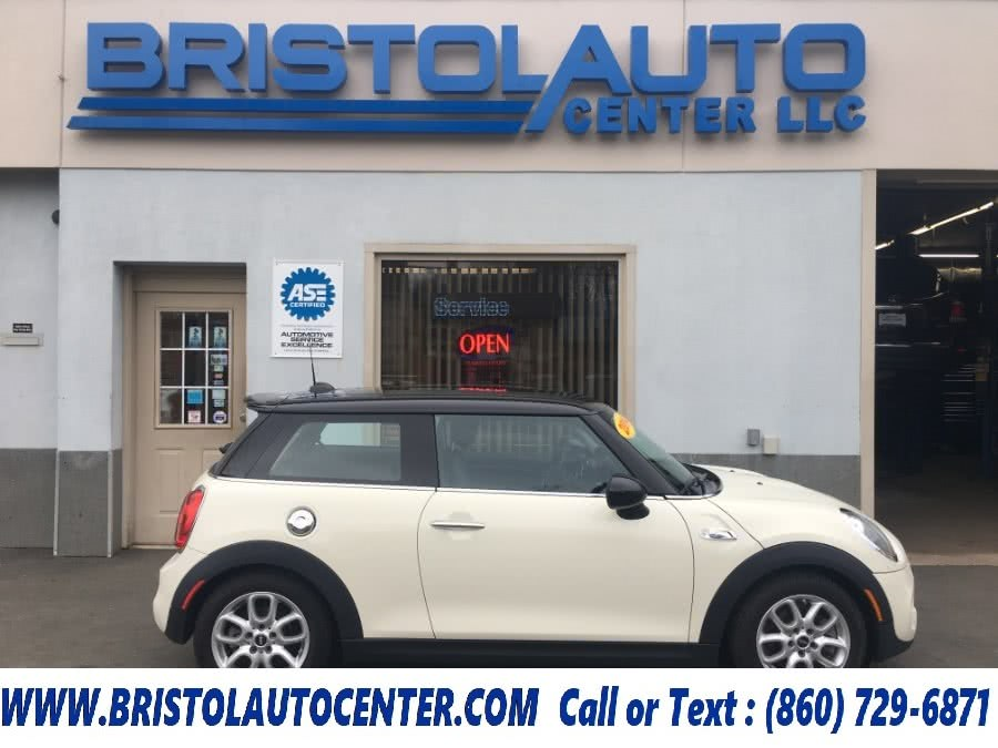 Used 2014 MINI Cooper Hardtop in Bristol, Connecticut | Bristol Auto Center LLC. Bristol, Connecticut