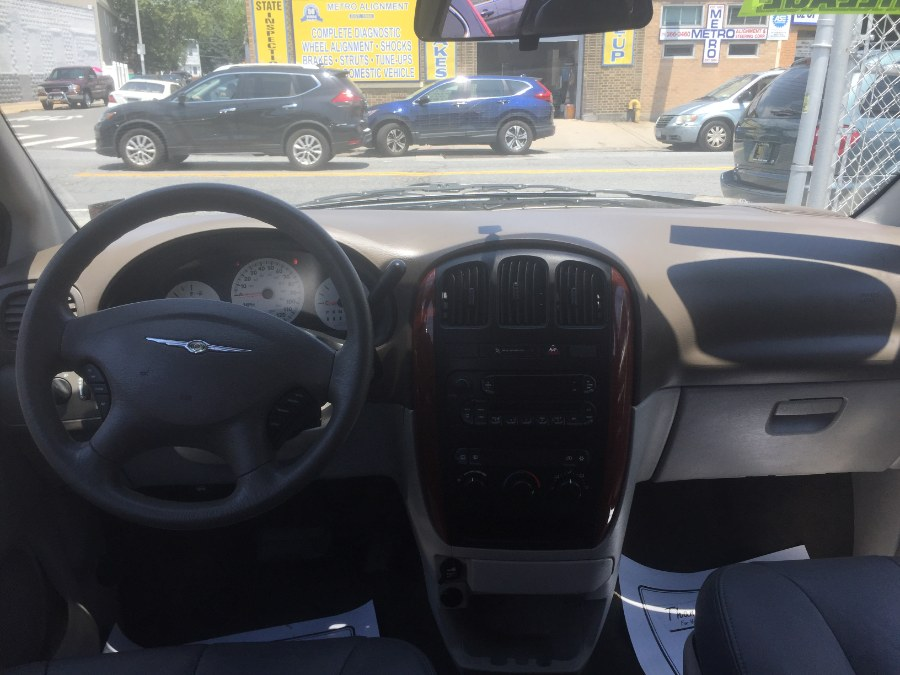 2006 Chrysler Town & Country SWB 4dr, available for sale in Middle Village, New York | Middle Village Motors . Middle Village, New York