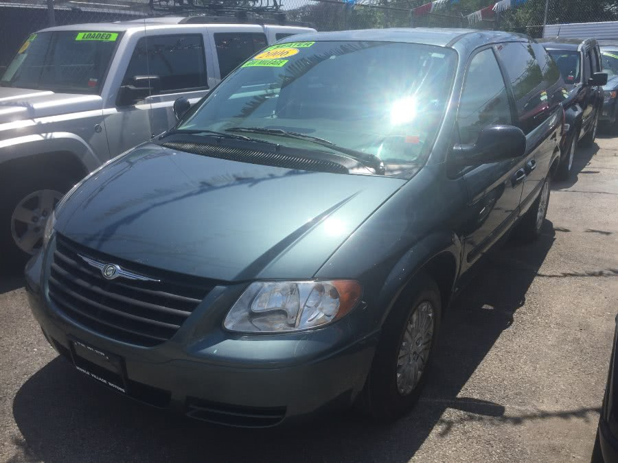 Used 2006 Chrysler Town & Country SWB in Middle Village, New York | Middle Village Motors . Middle Village, New York
