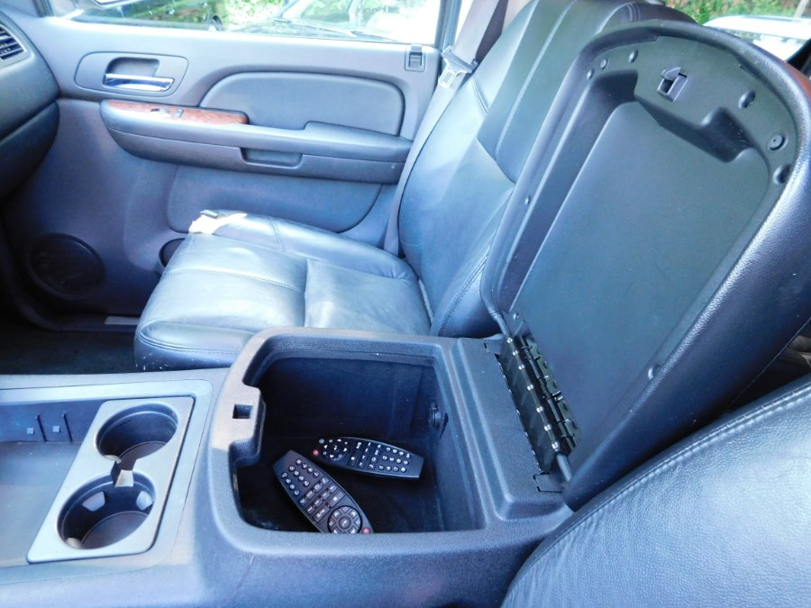 2007 Chevrolet Suburban 4WD 4dr 1500 LT, available for sale in Watertown, Connecticut | Watertown Auto Sales. Watertown, Connecticut