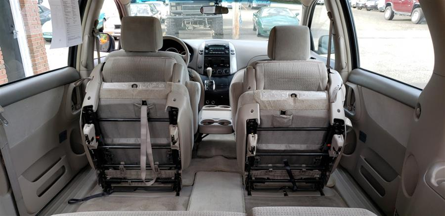 2008 Toyota Sienna 7-Pass Van CE FWD, available for sale in Waterbury, Connecticut | National Auto Brokers, Inc.. Waterbury, Connecticut