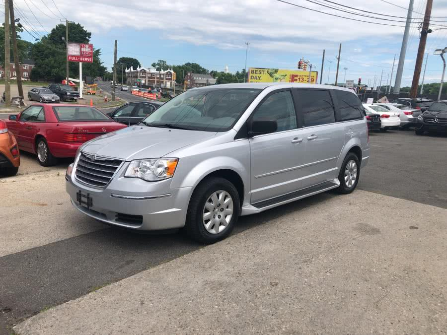 Used 2010 Chrysler Town & Country in W Springfield, Massachusetts | Dean Auto Sales. W Springfield, Massachusetts