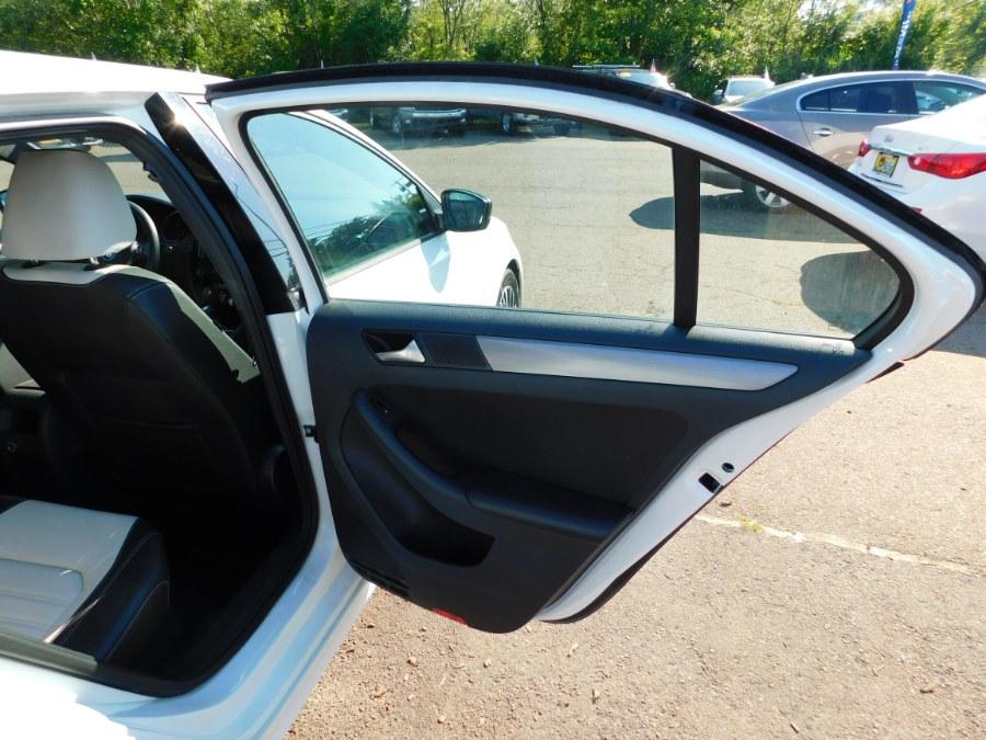 Used Volkswagen Jetta Sedan 4dr Auto 1.8T Sport PZEV 2016 | M&M Motors International. Clinton, Connecticut