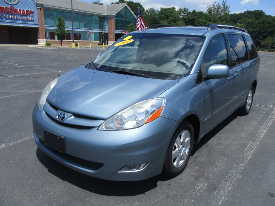 Used 2009 Toyota Sienna in New Britain, Connecticut | Universal Motors LLC. New Britain, Connecticut