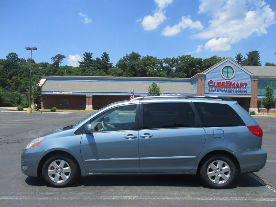 2009 Toyota Sienna 5dr 7-Pass Van XLE - Clean Carfax / One Owner, available for sale in New Britain, Connecticut | Universal Motors LLC. New Britain, Connecticut