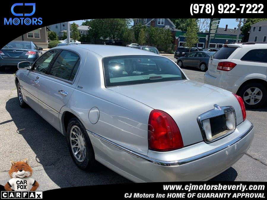 Used Lincoln Town Car 4dr Sdn Sig. Prem. Touring 2002 | CJ Motors Inc. Beverly, Massachusetts