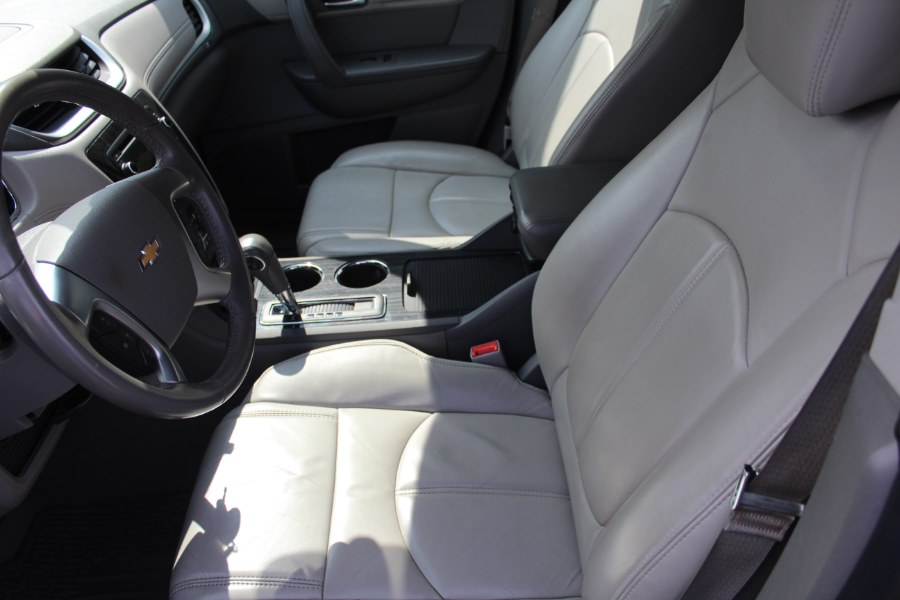 2014 Chevrolet Traverse AWD 4dr LT w/2LT, available for sale in East Windsor, Connecticut | Century Auto And Truck. East Windsor, Connecticut