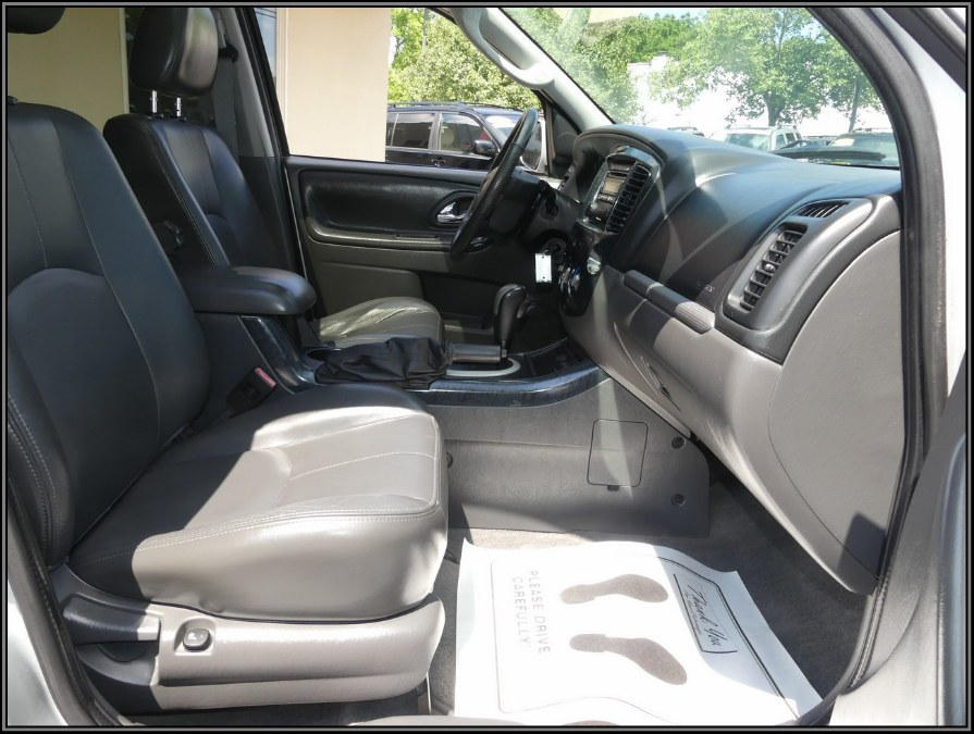 2005 Mazda Tribute 3.0L Auto s 4WD, available for sale in Huntington Station, New York | My Auto Inc.. Huntington Station, New York