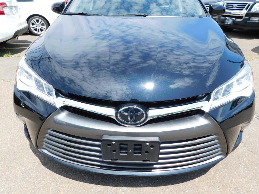 2016 Toyota Camry 4dr Sdn V6 Auto XLE (Natl), available for sale in Clinton, Connecticut | M&M Motors International. Clinton, Connecticut