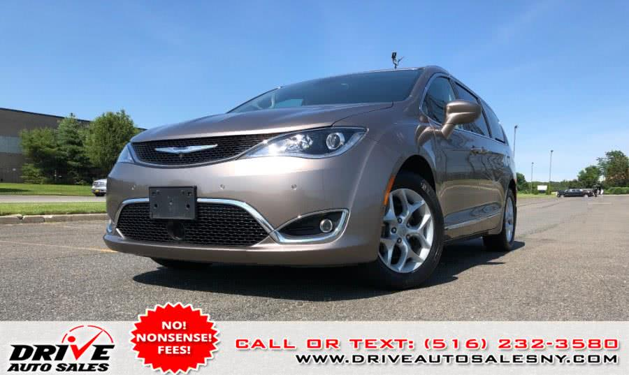 Used 2017 Chrysler Pacifica in Bayshore, New York | Drive Auto Sales. Bayshore, New York
