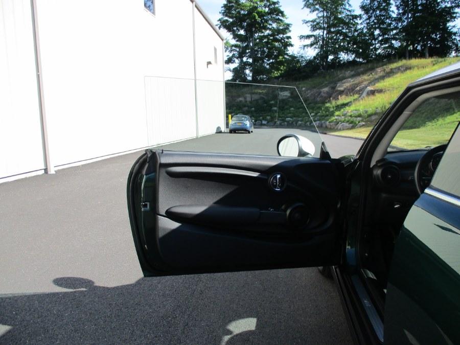 2015 MINI Cooper Hardtop 2dr HB, available for sale in Danbury, Connecticut | Performance Imports. Danbury, Connecticut