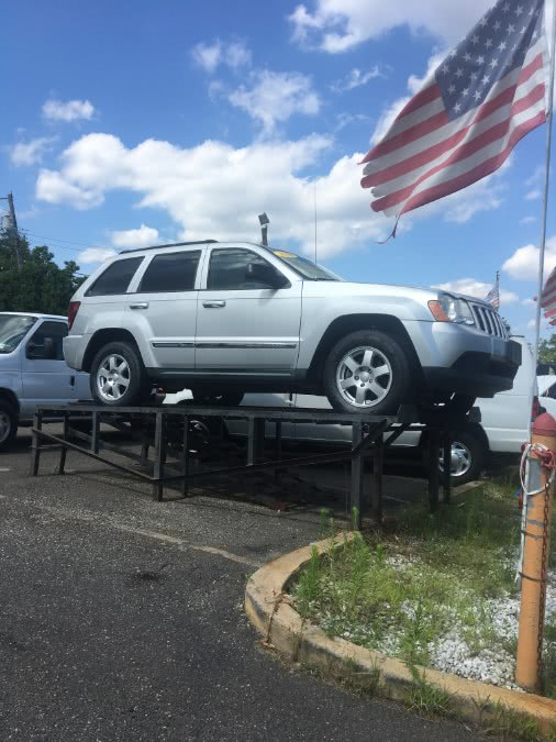 Used 2010 Jeep Grand Cherokee in Lindenhurst, New York | The Van Depot Inc.. Lindenhurst, New York