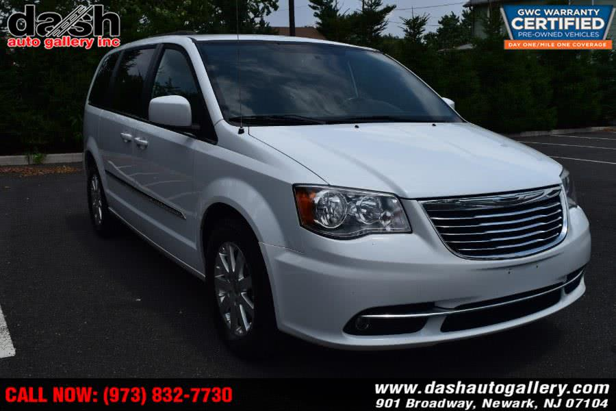 Used 2014 Chrysler Town & Country in Newark, New Jersey | Dash Auto Gallery Inc.. Newark, New Jersey