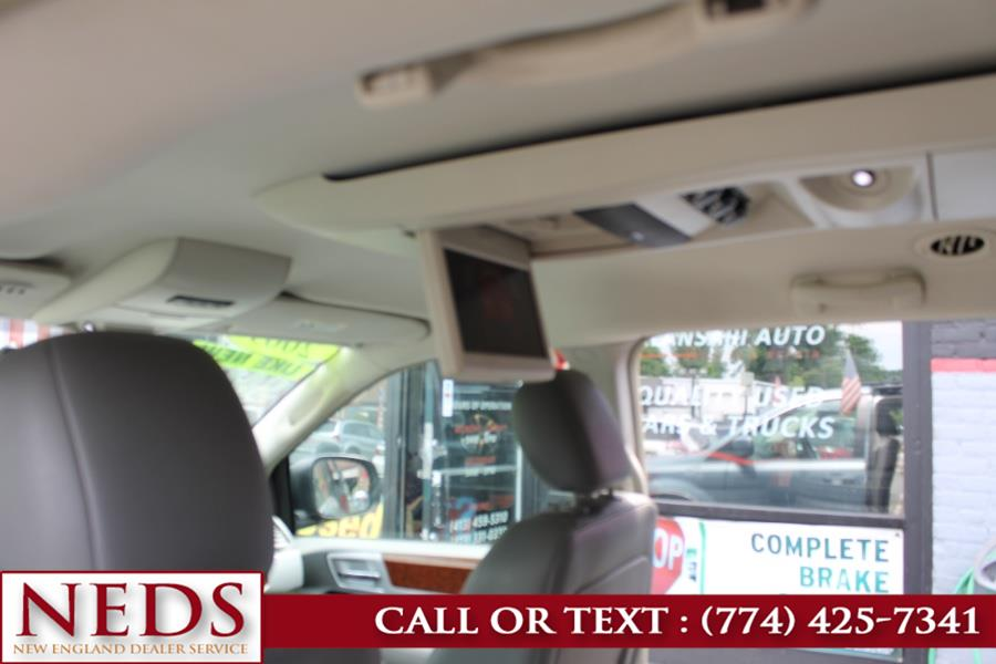 Used Chrysler Town & Country 4dr Wgn Touring 2009 | New England Dealer Services. Indian Orchard, Massachusetts
